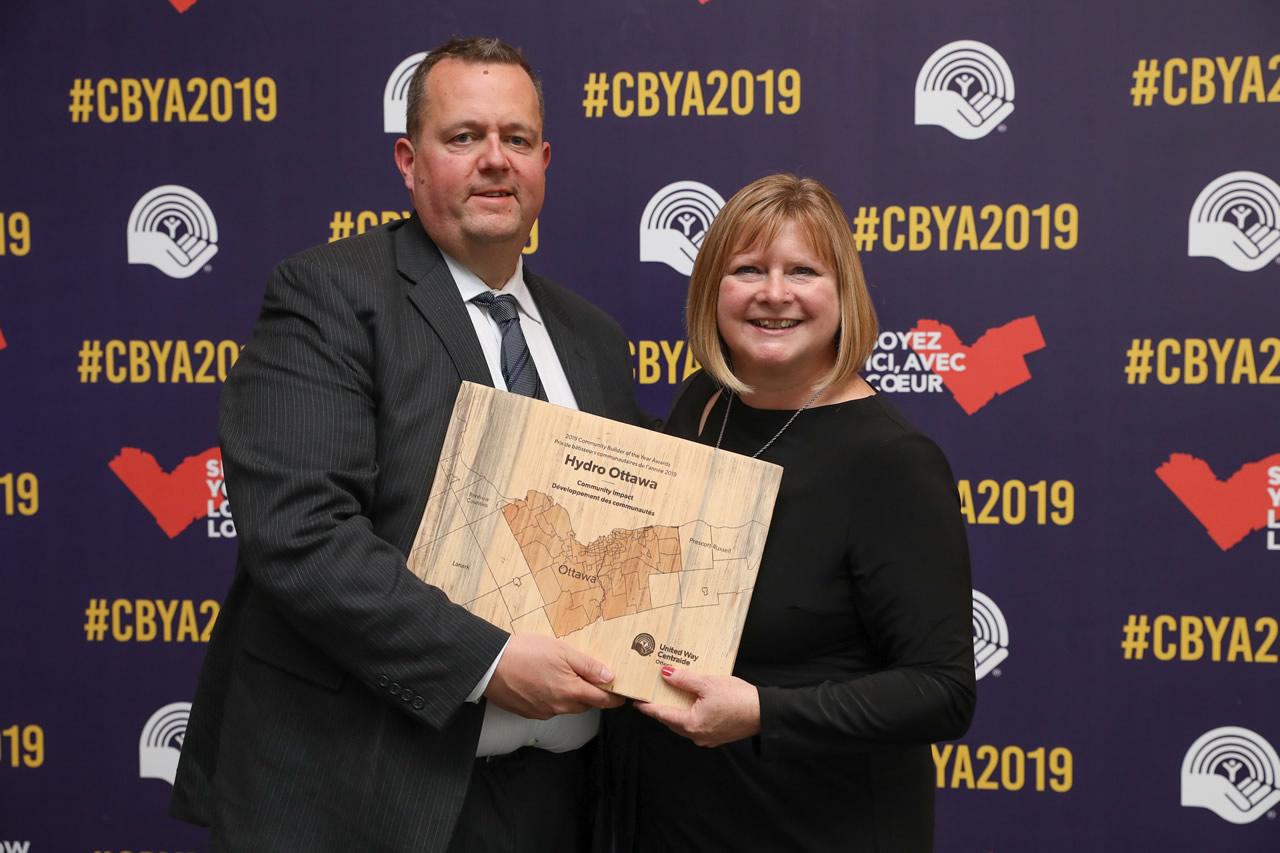 A photo of Hydro Ottawa accepting their Community Builder Award.